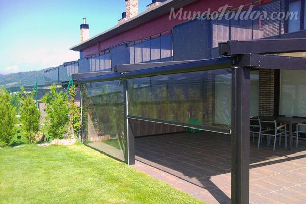 Instala un toldo vertical para aprovechar los espacios for Accesorios para toldos de balcon